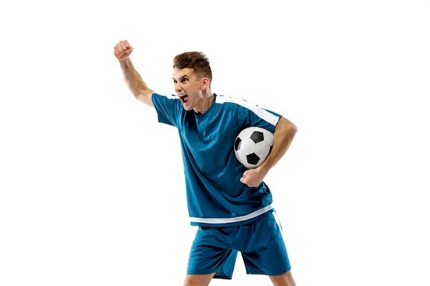 Bramka. śmieszne emocje profesjonalnego piłkarza na białym tle na tle białego studia. miejsce na reklamę. ekscytacja w grze, ludzkie emocje, wyraz twarzy i pasja z koncepcją sportu.