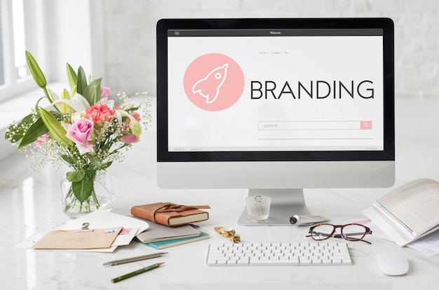 Branding copyright design statek kosmiczny koncepcja graficzna