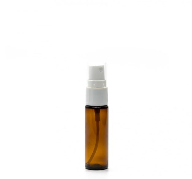Brązowa plastikowa butelka z rozpylaczem na białym tle, wystarczy dodać własny tekst, pustą etykietę