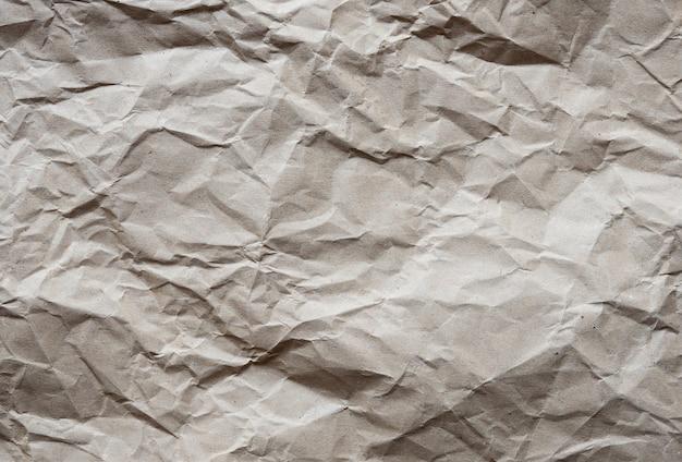 Brązowa zmięta tekstura papieru z recyklingu