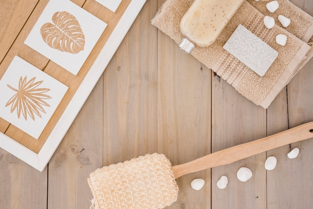 Brązowe akcesoria do mycia ciała