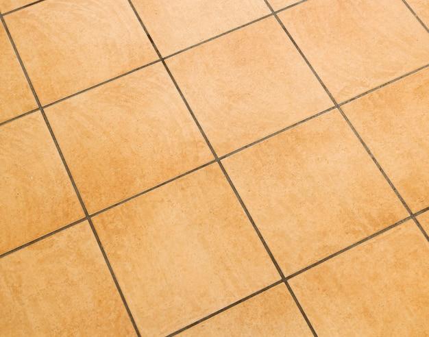 Brązowe ceramiczne płytki podłogowe