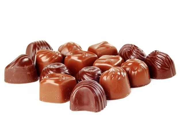 Brązowe cukierki czekoladowe w tle