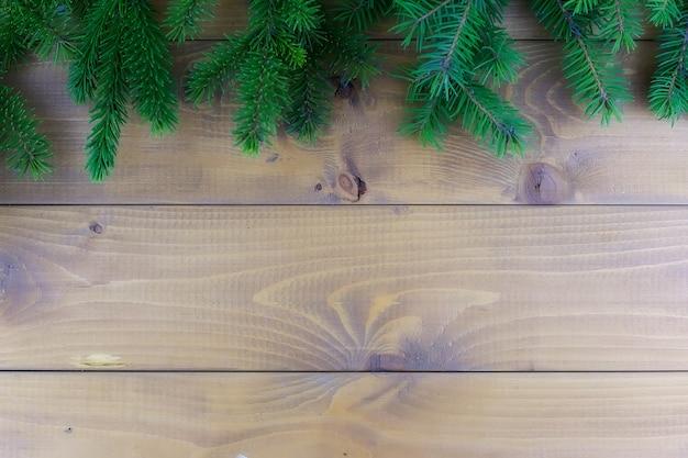 Brązowe drewniane tło z świąteczną dekoracją świąteczną
