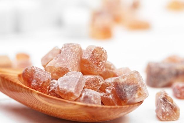 Brązowe kostki cukru