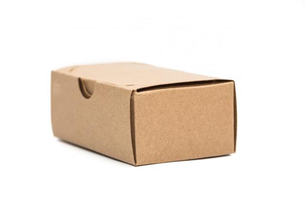Brązowe pudełko z papieru