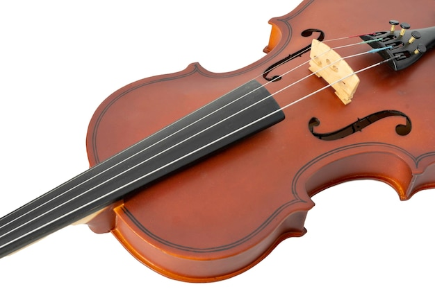 Brązowe skrzypce drewniane na białym tle