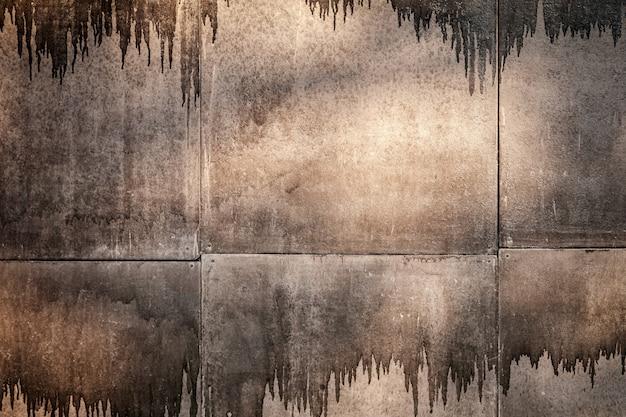 Brązowe straszne tło z plamami farby