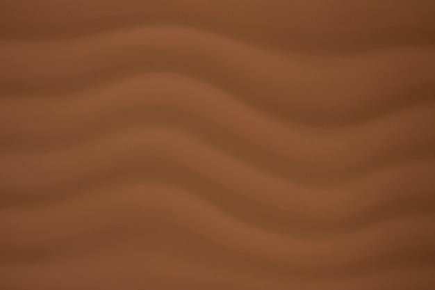 Brązowe tło przypomina falowanie fal i piękne rozmyte abstrakcyjne tło.