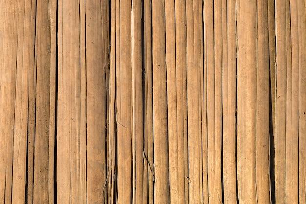 Brązowy bambusowy pasek ogrodzenia zbliżenie tekstury tła