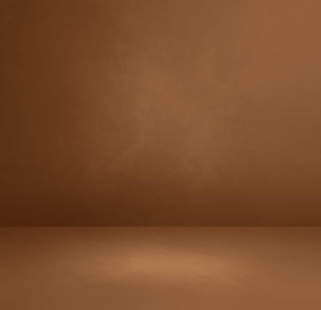 Brązowy betonowy tło wewnętrzne. pusta scena szablonu