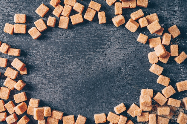 Brązowy cukier. leżał płasko.