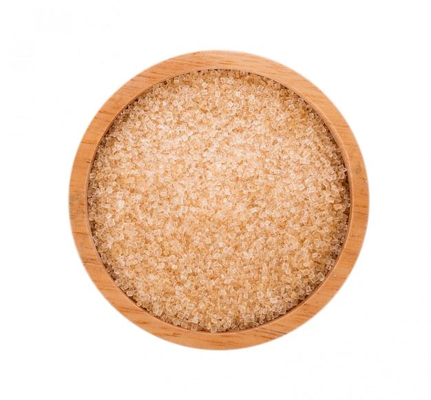 Brązowy cukier w drewnianej misce