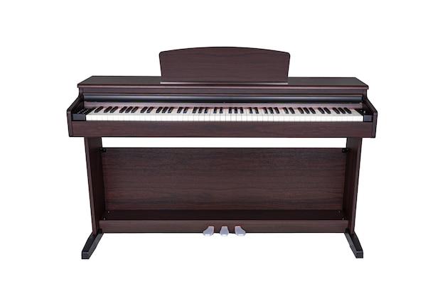 Brązowy drewniany nowoczesny fortepian na białym tle