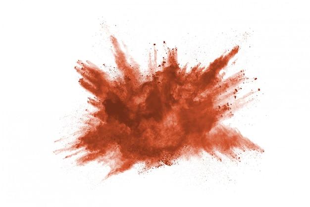 Brązowy kolor proszku wybuch na białym tle