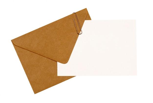 Brązowy manila kopertę z kartą wiadomości