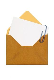 Brązowy manila koperty z kartą wiadomości