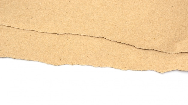 Brązowy papier był łzą na białym tle.