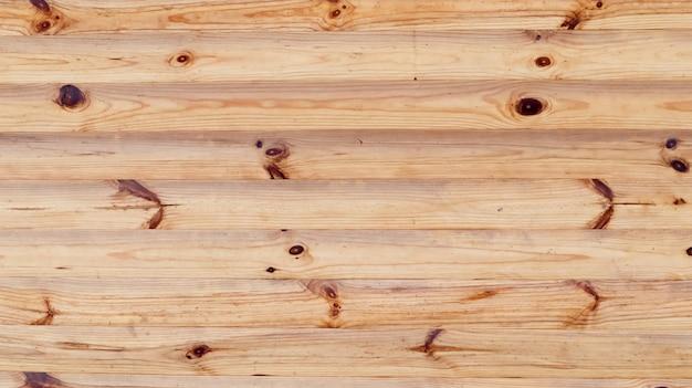 Brązowy rustykalne drewno tekstury tła. naturalny wzór tła ze ściany z bali. fasada domu z bali, kopia przestrzeń. deska z dużą ilością poziomych drewnianych bali.