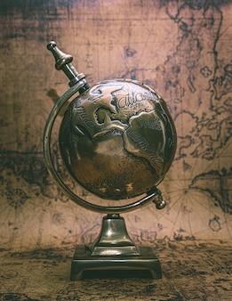 Brązowy światowy model globu