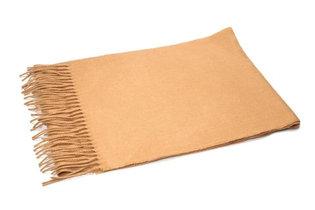 Brązowy szalik na białym tle.