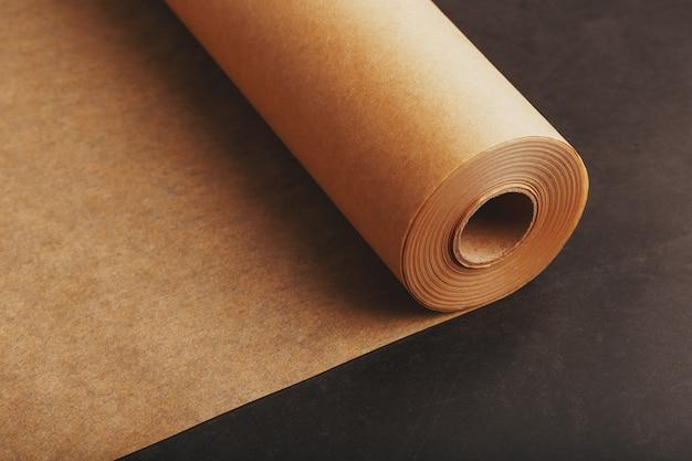 Brązowy walcowany papier do pieczenia