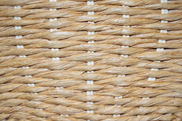 Brązowy wiklinowy kosz tekstura lub tło
