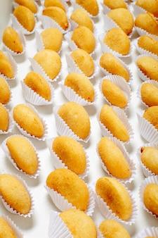 Brazylijska przekąska smażona w głębokim tłuszczu, popularna na lokalnych imprezach.