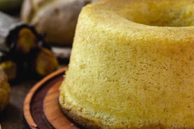 Brazylijski placek kukurydziany z mąki kukurydzianej, typowy dla regionalnych festiwali