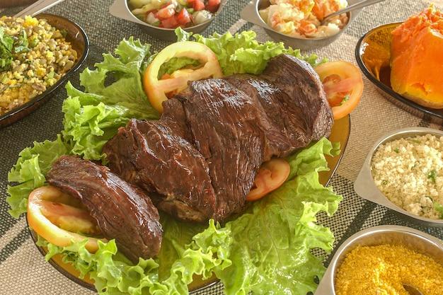Brazylijskie jedzenie. mięso słoneczne z północno-wschodniej brazylii.