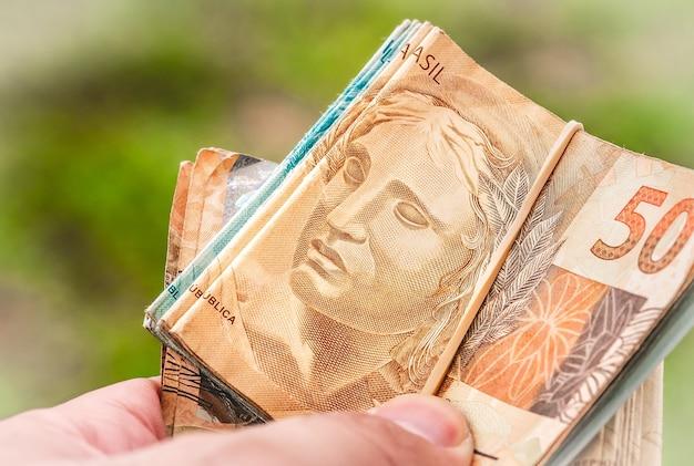 Brazylijskie pieniądze na zdjęciu z bliska