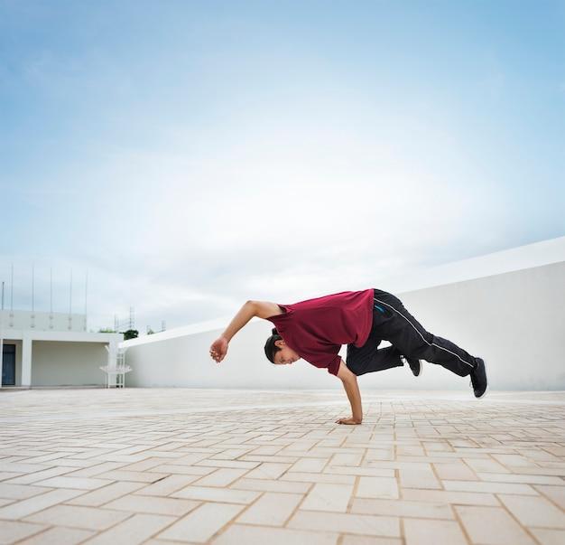 Breakdance nastolatka stylu ruchu hiphop koncepcja