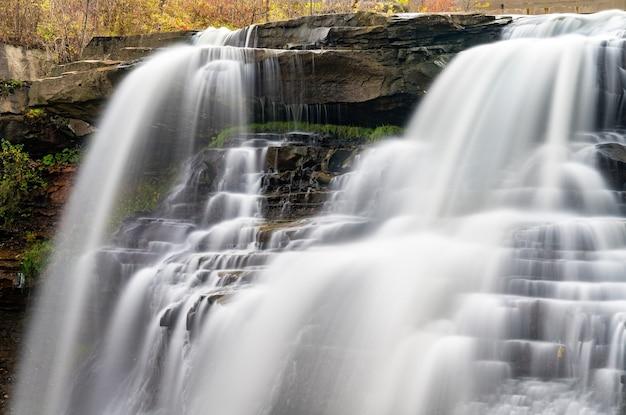 Breandywine falls w parku narodowym cuyahoga valley w ohio, stany zjednoczone
