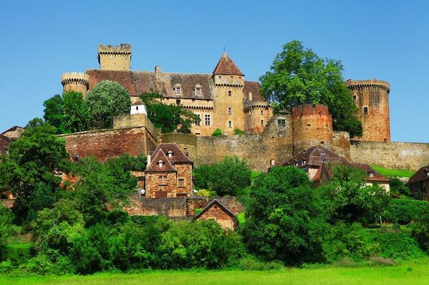 Bretenoux castelnau, średniowieczny zamek, dordogne, francja
