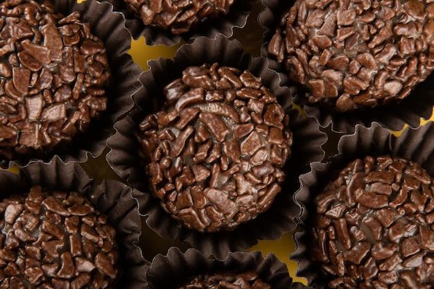Brigadeiro - tradycyjna brazylijska słodka czekolada. granulowana czekolada.