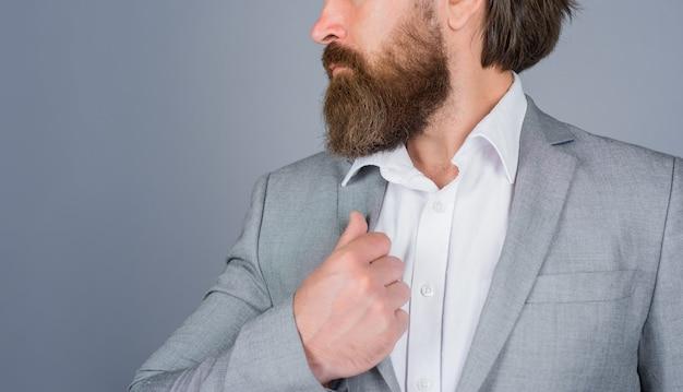 Broda z bliska fryzjer profesjonalny salon do pielęgnacji brody fryzjer salon pielęgnacji brody dla mężczyzn z bliska