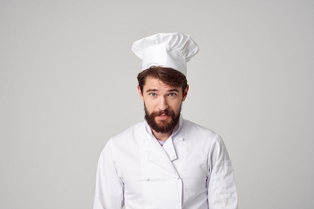 Brodaty mężczyzna obsługa restauracji profesjonalny gest ręki