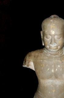 Broken rzeźba phi mai