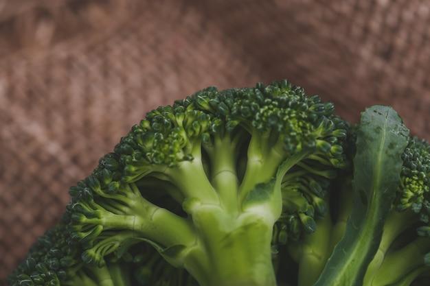 Brokuły na stole