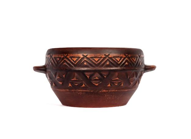 Brown ceramiczny nieociosany puchar odizolowywający na biel powierzchni