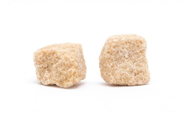 Brown cukieru sześciany odizolowywający na białym tle