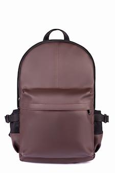 Brown rzemienny plecak odizolowywający na bielu