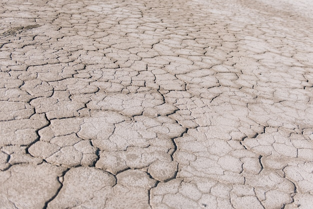 Brown sucha ziemia lub pustynia pękający zmielony tekstury tło, gruntowy suchy ziemski nagrzanie.