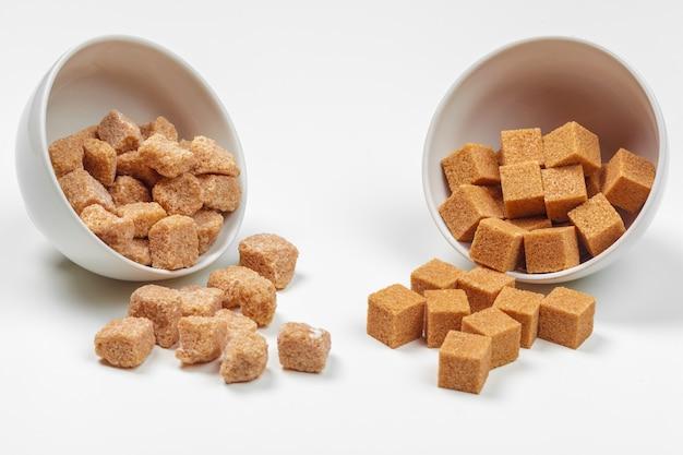 Brown trzciny cukieru sześciany odizolowywający