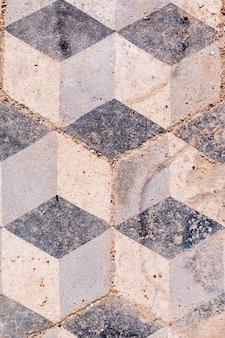 Brudna podłoga w kształcie kostki