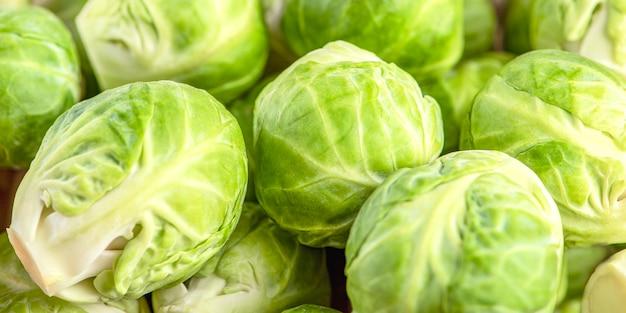 Brukselka z bliska tło świeżych zielonych owoców brukselki