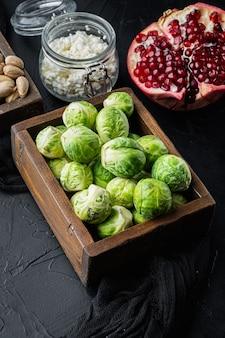 Brukselka z granatem, twarogiem i pistacjami