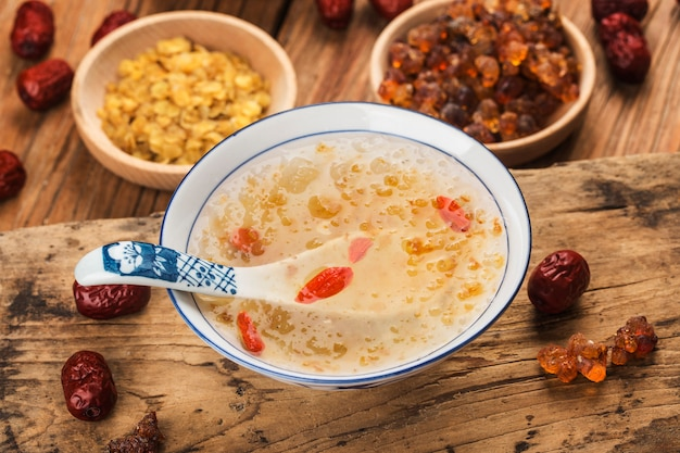Brzoskwiniowa guma śnieg saponina ryż cukier woda chiński tradycyjny tonik