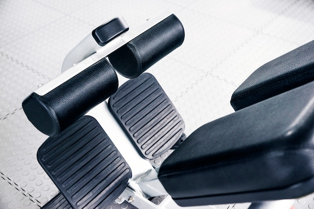 Brzuszna maszyna wśrodku gym, sprawności fizycznej pojęcie