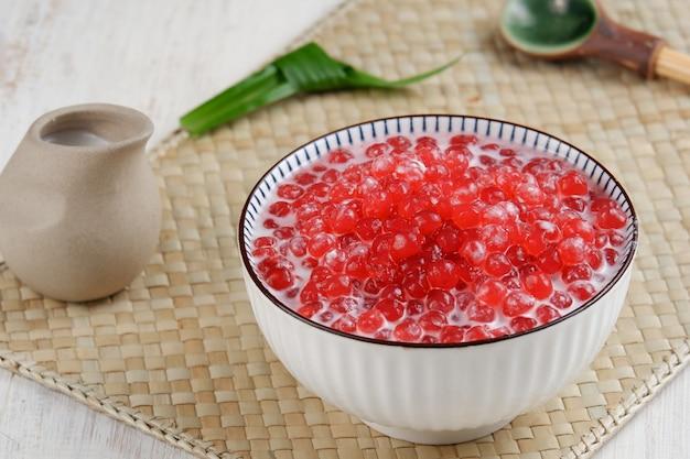 Bubur sagu mutiara lub owsianka z perłami sagoindonezyjski popularny tradycyjny deser